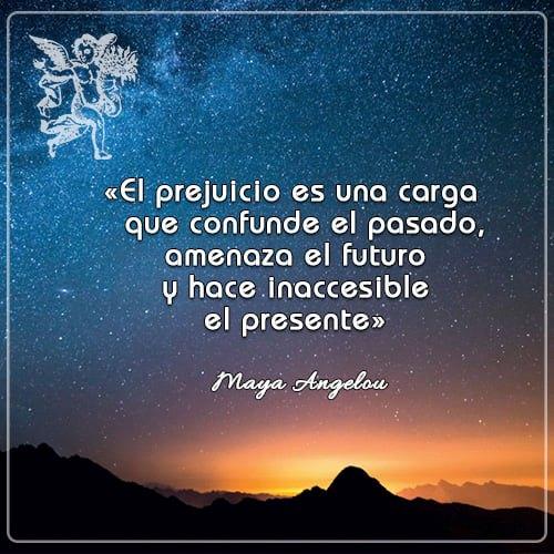 #FraseDelDía «El prejuicio es una carga que confunde el pasado,  amenaza el futuro y hace inaccesible el presente» Maya Angelou